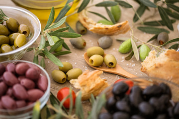 Mix of assorted whole Italian olives for snack.