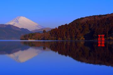 箱根芦ノ湖からの逆さ富士山と平和の鳥居 2018/02/09