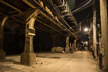 Fotomurales - Dark city alley at night.