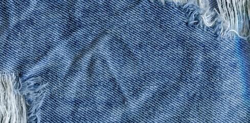 Jeans bit torn