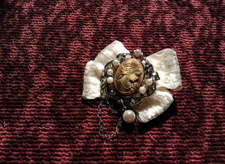 アンティーク調のブローチ Antique style brooch