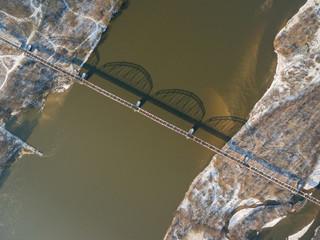 Widok z lotu ptaka na most kolejowy przez Wisłę w okolicach Góry Kalwarii - fototapety na wymiar