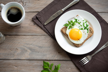 Papiers peints Ouf Fried Egg on Toast for Breakfast