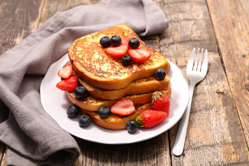 french toast with berry fruit