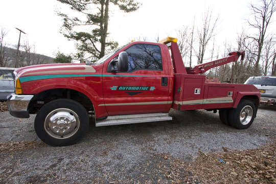 Red Tow Truck_Side view
