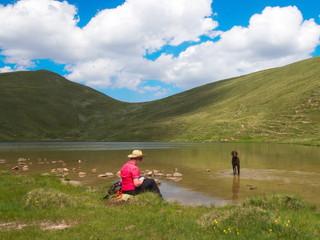 Fototapeta Urlaub mit Hund in den Bergen