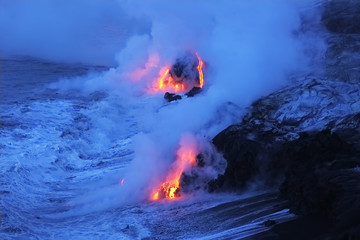 Photo sur Plexiglas Volcan Lava flows from the Kilauea volcano