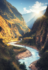 La pose en embrasure Piscine Colorful landscape with high Himalayan mountains, beautiful curving river, green forest, blue sky with clouds and yellow sunlight at sunset in autumn in Nepal. Mountain valley. Travel in Himalayas