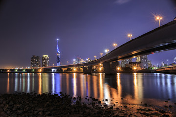 福岡タワーと都市高速 夜景