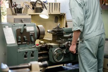 町工場で働く人々
