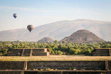 Hot air ballons over teh pyramids of Teotihuacan in Mexico