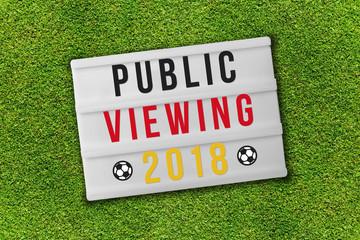 Public viewing 2018 auf lightbox in schwarz rot gold geschrieben auf Wiese