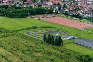 Poster Motorise vue aérienne d'une piste de karting près d'Amiens en France