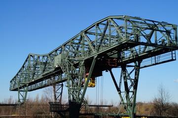 Verladebrücke über den Erzbunkern - aufgrund ihrer Form und der grünen Beleuchtung heute liebevoll auch 'Krokodil' genannt
