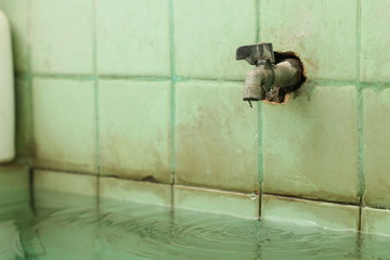 a photo of a water faucet