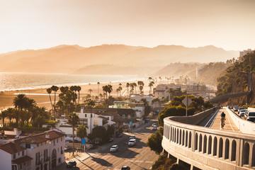 Monochrome California incline