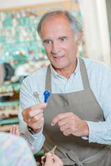 Storekeeper selling duplicate keys