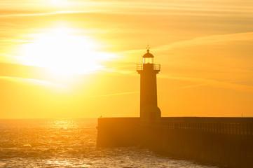 Foto auf AluDibond Leuchtturm Lighthouse at sunset. Porto, Portugal