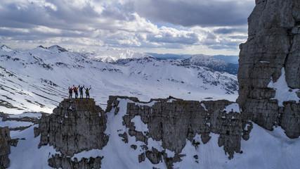 dağlarının zirvesine ulaşan ekip