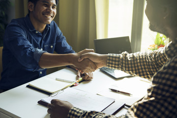 The business team is shaking hands with congratulations on the trade agreement or marketing plan.