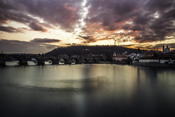 Photo sur Plexiglas Rose banbon Winter sunset over the panorama of the city of Prague