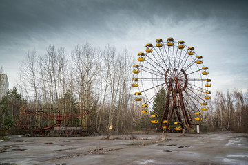 Tuinposter Amusementspark Ferris wheel in abandoned amusement park in Chernobyl exclusion zone, Pripyat, Ukraine