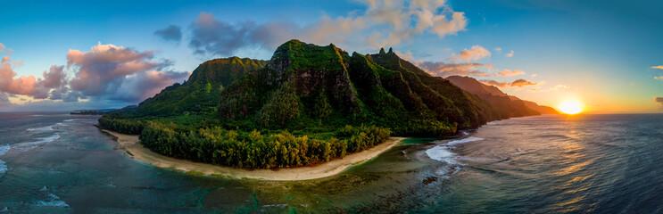 Tuinposter Kust Aerial View of Hawaii's Na Pali Coast, Kauai