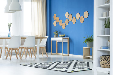 Honeycombs in blue dining room