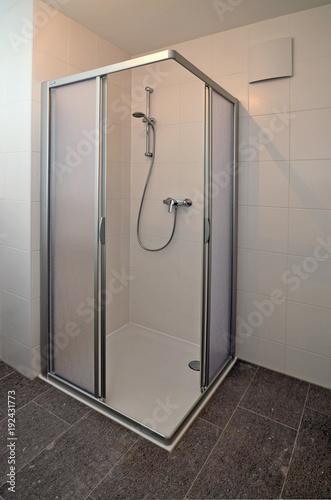 Neue Dusche Stockfotos Und Lizenzfreie Bilder Auf Fotolia Com