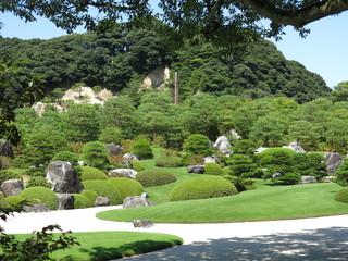 夏の足立美術館(枯山水庭・亀鶴の滝) Adachi Museum of Art The Dry Landscape Garden The Kikaku Waterfall