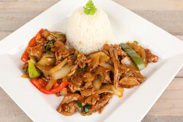 asiatisches Rindfleisch mit Zwiebeln