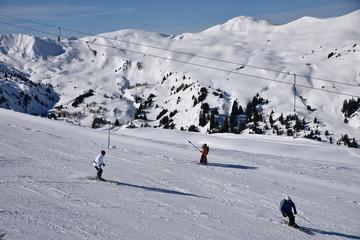 Ski sur les pentes de Lenk dans l'Oberland bernois en Suisse