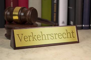 Schreibtischschild mit Richterhammer Verkehrsrecht