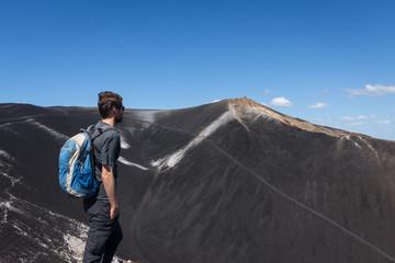 Randonneur sur le volcan Cerro Negro, Nicaragua