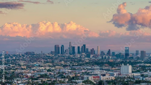 Fotobehang Zoom in downtown city Los Angeles skyline sunset to night. 4K UHD Timelapse