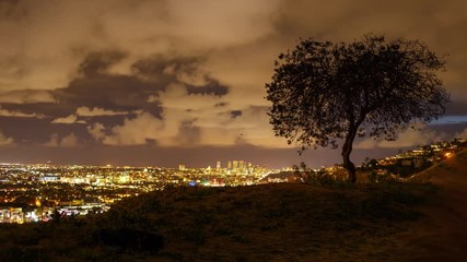 Klistermärke - Scenic clouds passing Los Angeles cityscape, night view from Hollywood Hills. 4K