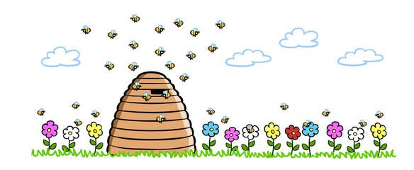 Bienen neben natürlichem Bienenstock auf Wiese