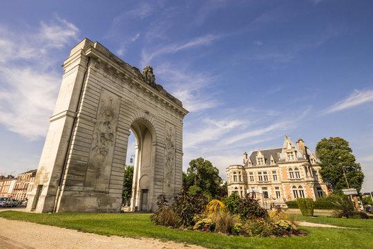 The Porte Sainte-Croix, a Triumphal arch in rue Carnot, Châlons-en-Champagne, France