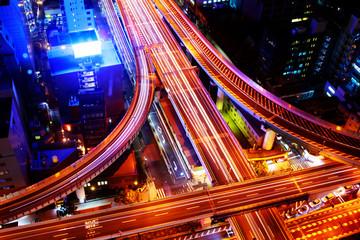 大阪の夜のかっこいい高速道路