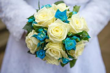 bride bouquet of roses