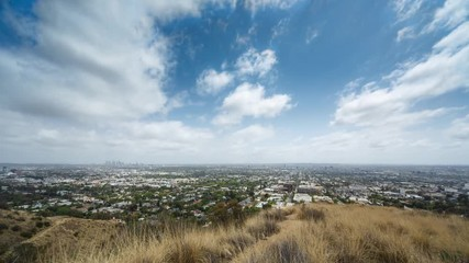 Fotobehang - Beautiful clouds moving over city of Los Angeles cityscape. 4K UHD Timelapse.