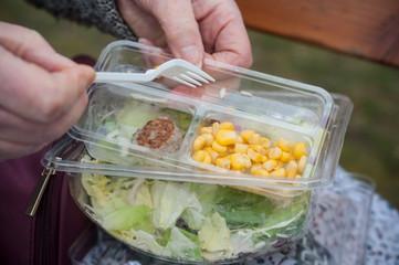salade industrielle à consommer en extérieur