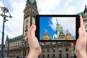 tourist photographs Rathaus (Town Hall) in Hamburg