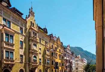 Stilvolle Fassaden in Bozen, Südtirol, Italien