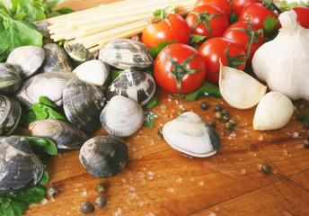 Ingredients for pasta with clams, linguine alle vongole