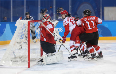 Olympics: Ice Hockey-Women Team Quarterfinal - OAR-SUI