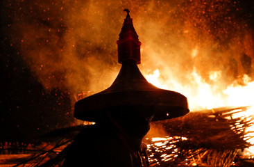 Artist Vinogradov acts in the performance of the burning of installation, devoted to Maslenitsa in the village of Nikola-Lenivets