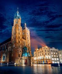 Obraz Słynny punkt orientacyjny Bazyliki Najświętszej Maryi Panny na rynku w Krakowie - fototapety do salonu