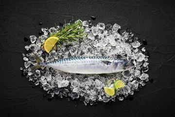Foto op Plexiglas Vis Fresh mackerel fish on ice on a black stone table top view