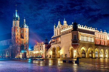 Papiers peints Cracovie Saint Mary's Basilica in Krakow Poland with Cloth Hall at main